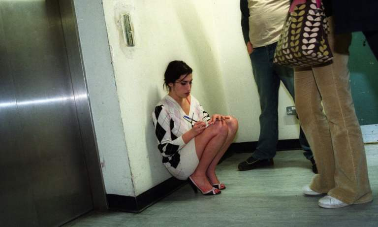 12 fotos raras de momentos simples da vida de Amy Winehouse
