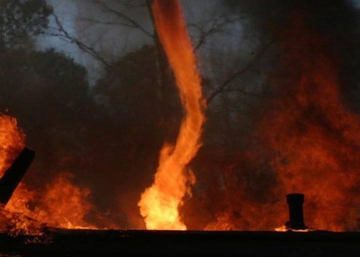 Redemoinho de fogo assusta moradores de cidade brasileira