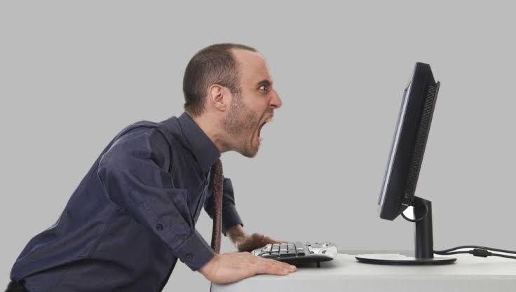 Por que as pessoas brigam tanto pela internet?