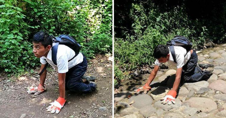 Ele caminha assim por 2 km todos os dias para ir à escola