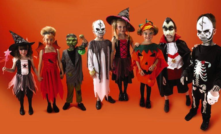 Essa é a razão pela qual as pessoas usam fantasias no Halloween