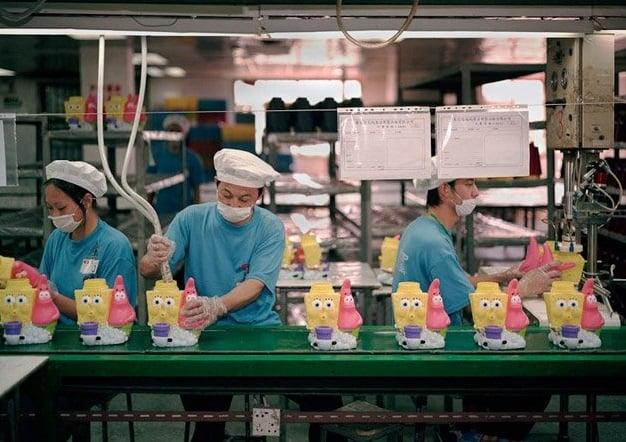 """15 imagens que mostram a realidade por trás dos produtos """"made in China"""""""