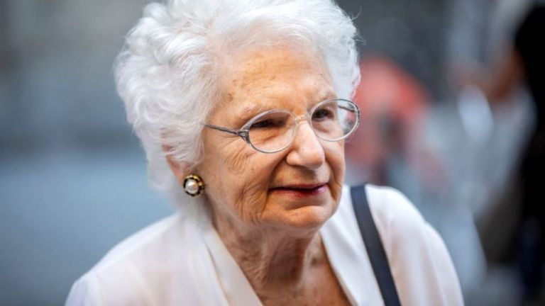 Por que Liliana Segre, sobrevivente do Holocausto, está sendo ameaçada de morte na Itália?