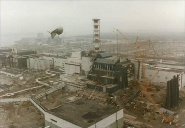Aerial View Of Reactor 4 In 1986 600x415, Fatos Desconhecidos