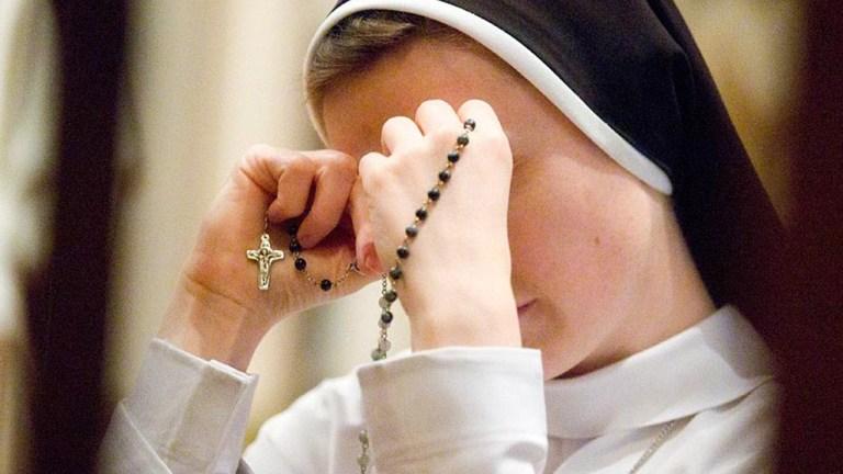 Existe alguma maneira correta de orar e rezar?