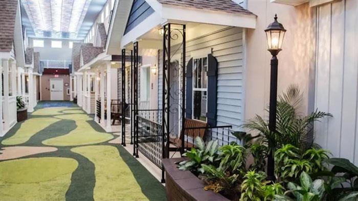 Esse lar de idosos para pessoas com problemas mentais inovou no seu design
