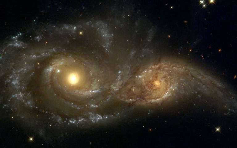 """Entenda o que é e como ocorre o canibalismo galáctico, quando uma galáxia """"engole"""" a outra"""
