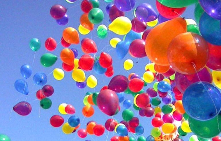 Isso é o que acontece quando lançamos balões no céu