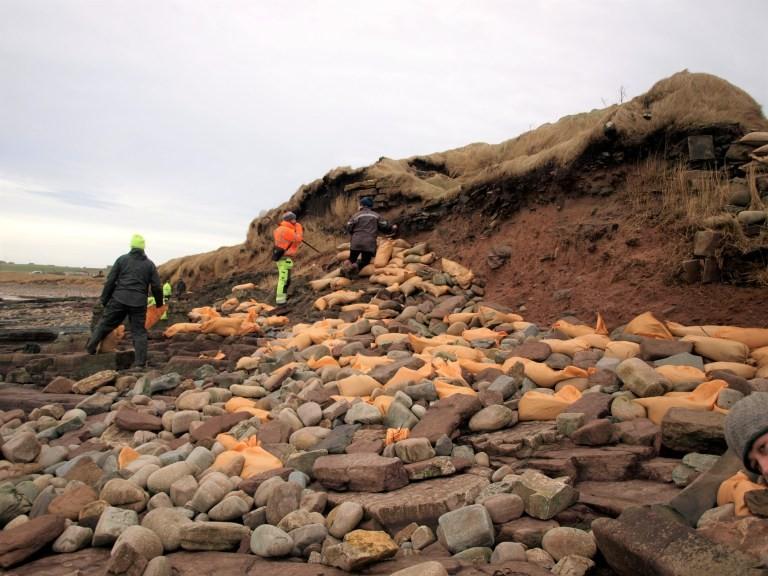 Forte chuva na Escócia descobre ossadas de cemitério viking de 1500 anos