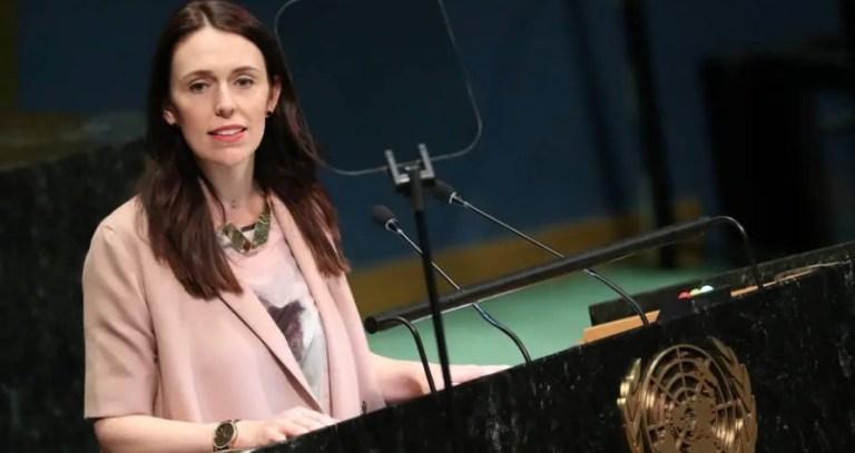 Primeira-ministra da Nova Zelândia reduz em 20% o salário dos políticos para combater Covid-19