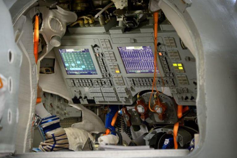 Pela primeira vez, astronautas abrem mão dos botões e usam telas sensíveis ao toque em espaçonaves