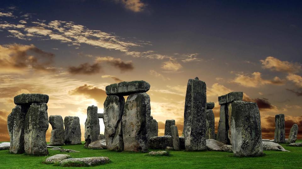Estrutura circular enorme de fossas escondidas é descoberta perto de Stonehenge