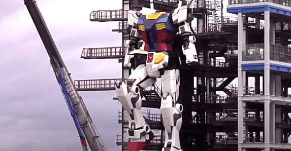 Assista um robô de quase 20 metros de altura dar seus primeiros passos