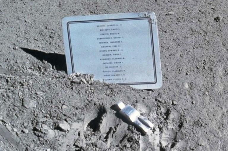 Por que o homem deixou objetos estranhos na lua?