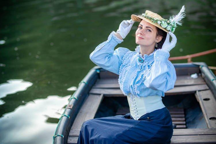 Todos os dias esta jovem ucraniana se veste como se estivesse no século 19
