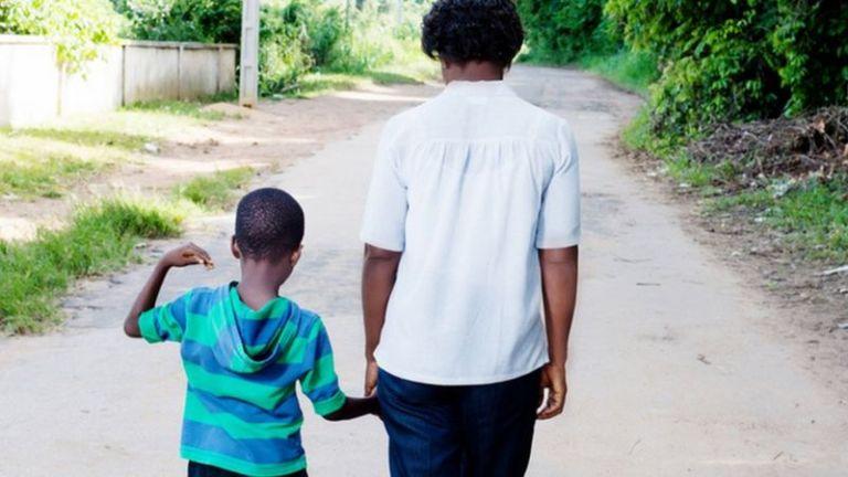 Esses são os 4 efeitos do racismo no cérebro e corpo das crianças, segundo Harvard