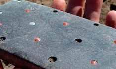 Objeto parecido com iPhone foi achado com esqueleto de dois mil anos