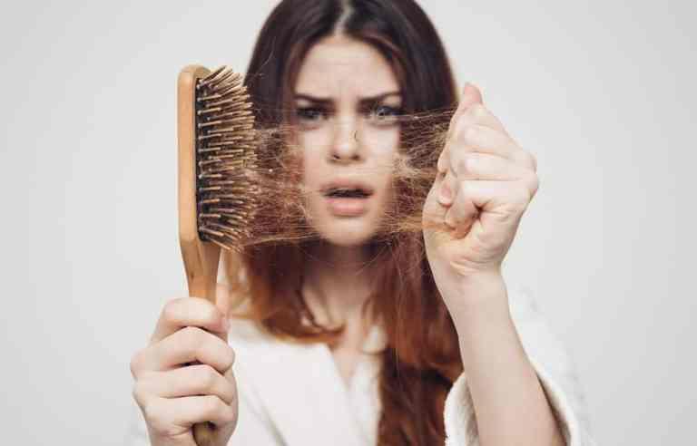 7 alimentos que fazem o cabelo cair
