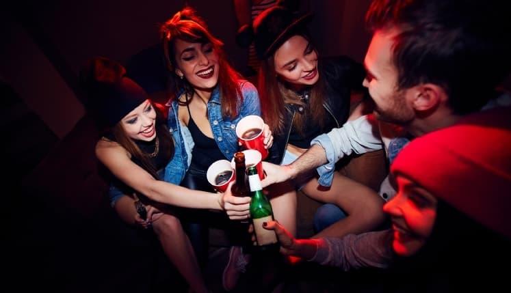 Álcool danifica o cérebro na adolescência e não faz somente isso