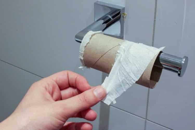 Empresa chinesa multa funcionários que usam o banheiro duas vezes ao dia