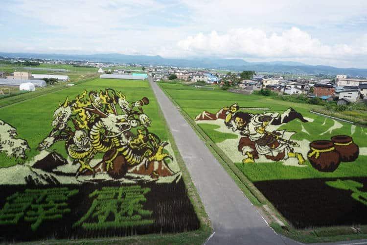 Pitoresco vilarejo no Japão transforma campos de arroz em obras de arte