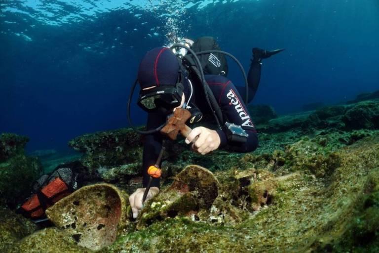 Pesquisadores descobrem tesouros antigos em 4 navios naufragados