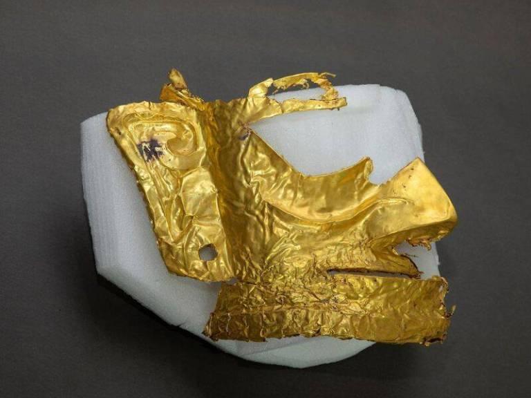 Arqueólogos descobrem na China máscara fácil de ouro de 3.000 anos