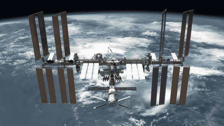 Micróbios desconhecidos são descobertos na Estação Espacial