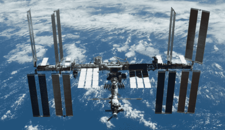 Estação Espacial lança 2,9 toneladas de lixo no espaço