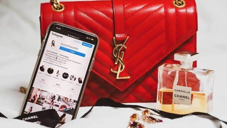 Chineses pagam curso para aprender a diferenciar peças de luxo originais de falsificadas