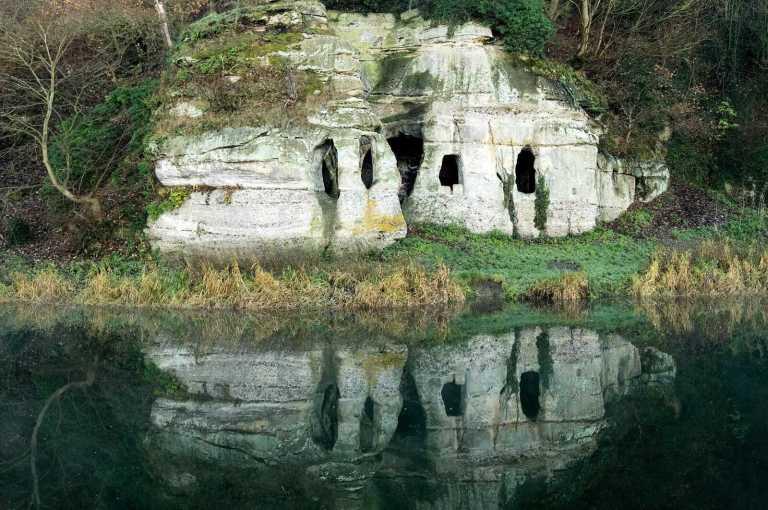 Caverna de rei exilado por razões misteriosas foi descoberta