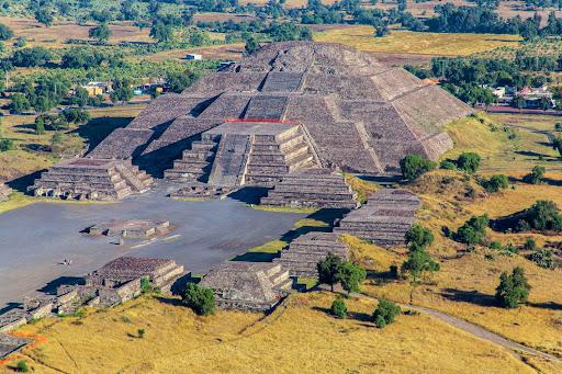 Oferenda de dois mil anos é encontrada preservada embaixo de pirâmide mexicana