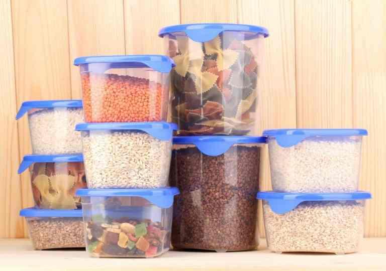 8 alimentos que nunca devem ser guardados em recipiente de plástico
