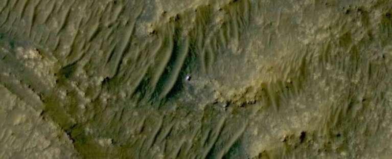 Satélite tira foto impressionante de Marte com aparição do Perseverance