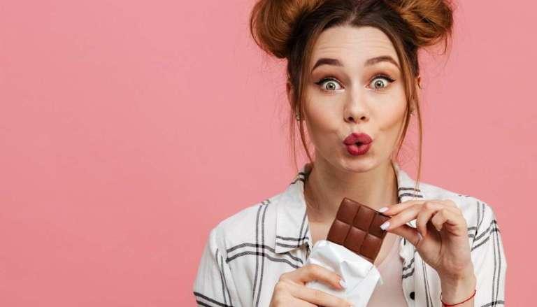 Felicidade dos chocólatras! 7 benefícios do chocolate para a saúde