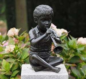 Très Belle Sculpture d'un garçon avec sa Flûte fabriqué en bronze et utilisable comme Gargouille
