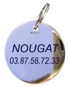 MACHU – Médaille Mini 1,8 cm pour CHAT Personnalisable – laiton chromé – Gravure profonde et soignée incluse dans le prix.