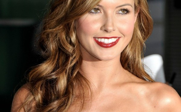 Show Off Your Beautiful Curls With These Curly Formal Hairstyle