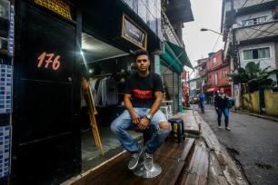 19 05 2017 SAO PAULO SP ECONOMIA MEI FAVELA Rogeiro, dono da loja Malokeiros, na favela de Paraisopolis. FOTO GABRIELA BILO / ESTADAO