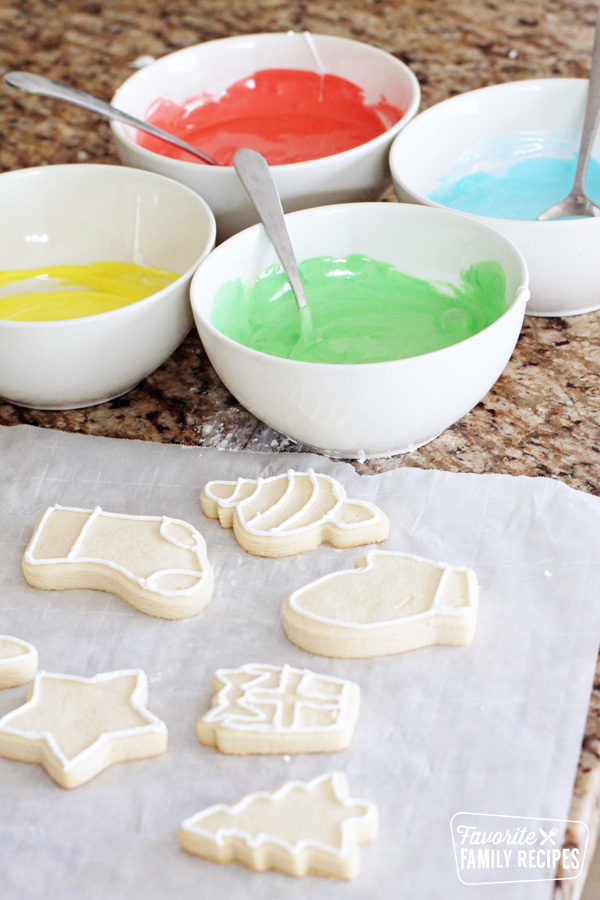 How To Make Royal Icing And Flood Icing Favorite Family