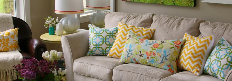 1-Spring-Changes-in-the-Living-Room-at-thehappyhousie.jpg