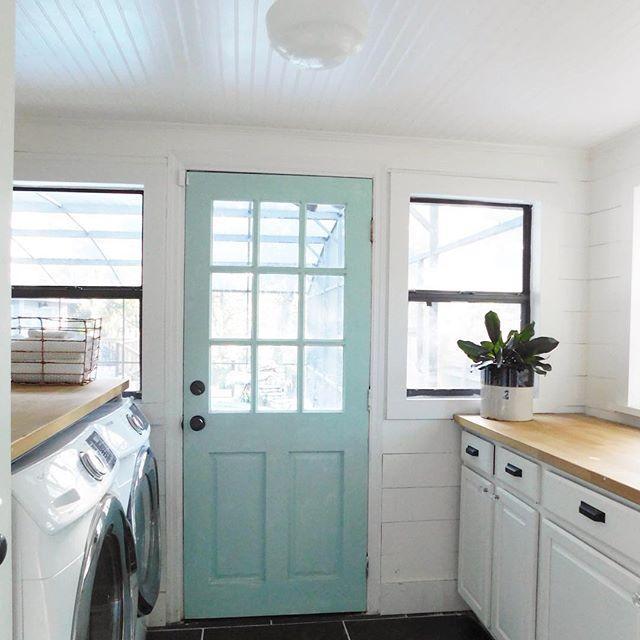 laundry room door paint color