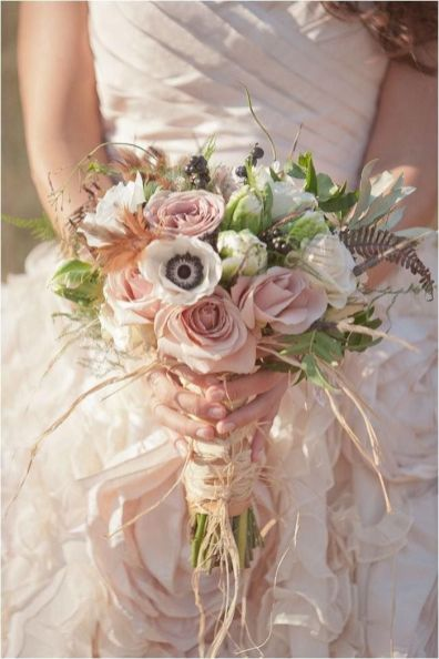 raffia-wrapped-wedding-bouquet