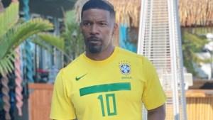 Jamie Foxx posa com camisa do Brasil, faz legenda em português