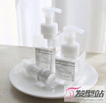 起泡瓶洗發水比例是多少 使用起泡瓶洗頭的好處-美發工具-發型站_最新流行發型設計發型圖片與美發造型門戶網