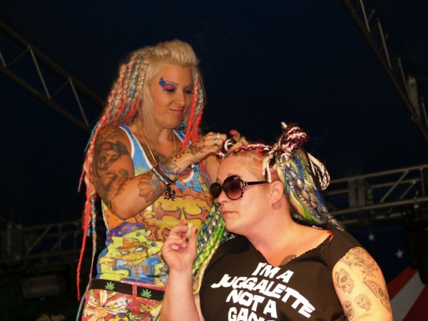 Juggalettes Who Take Care of Each Other and Fix They Weaves