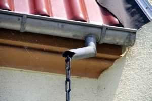 Instalação das calhas pluviais…no telhado!