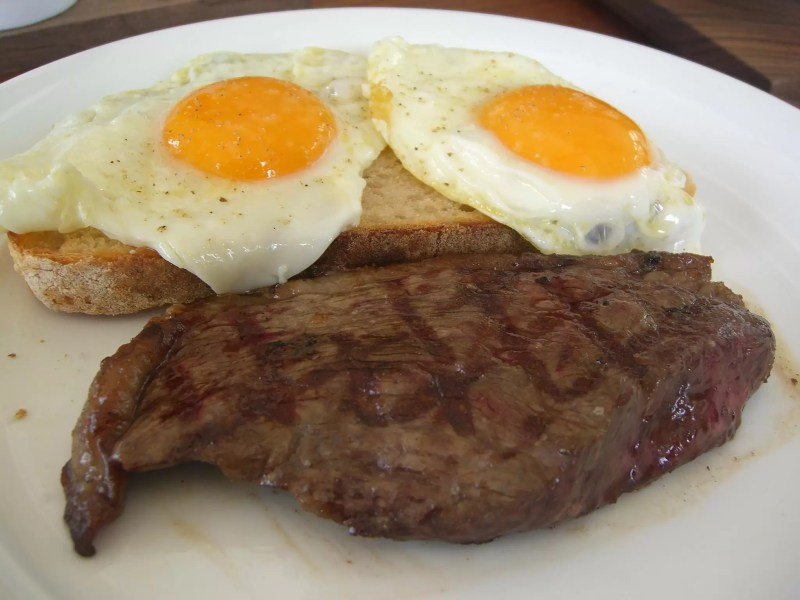 Wagyu_rump_steak_and_eggs_-_Jones_the_Grocer,_Chadstone