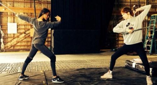 Zoe-Saldana-Karen-Gillan-fight