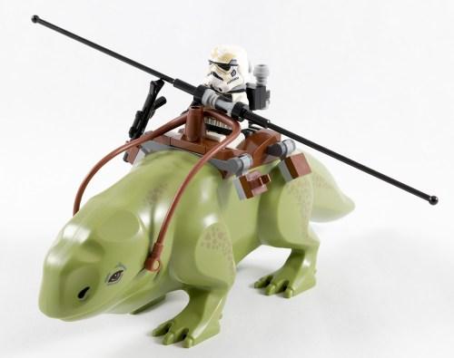75052 - Sandtrooper on a Dewback